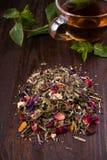 Пригорошня травяного чая стоковое изображение