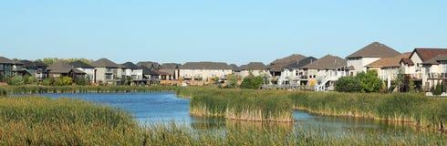Пригород прибрежной полосы озера стоковое изображение