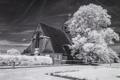 Пригород сада Hampstead, Лондон Великобритания - ультракрасный черно-белый ландшафт Стоковое Фото