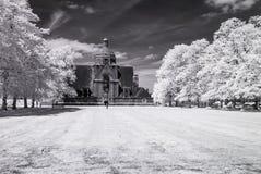 Пригород сада Hampstead, Лондон Великобритания - ультракрасный черно-белый ландшафт Стоковое Изображение RF