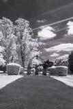 Пригород сада Hampstead, Лондон Великобритания - ультракрасный черно-белый ландшафт Стоковые Фотографии RF