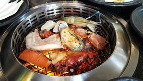Приготовление на гриле BBQ морепродуктов Стоковое фото RF
