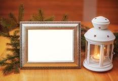 Приглашение рождественской открытки с рамкой и держателем для свечи, местом Стоковая Фотография RF