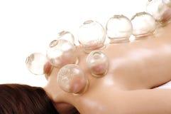 Придавая форму чашки массаж задняя часть женщины Стоковые Фото