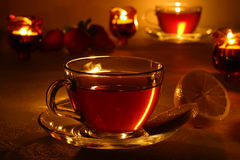 придает форму чашки горячий чай стоковое изображение