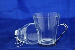 придает форму чашки стекло стоковое изображение