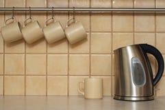 придает форму чашки чайник Стоковые Изображения