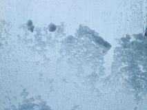Придерживаемый снег на ясном стекле Стоковые Изображения