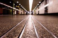 приезжает railway платформы, котор нужно натренировать Стоковое фото RF