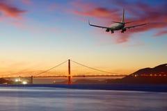 Приезжая авиалайнера пассажирского самолета плоский или уходя Сан-Франциско Стоковое Изображение RF