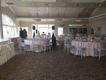Приемная события свадьбы; гости и серверы Стоковые Фотографии RF
