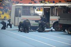 Признаковое задержание полицией преступника стоковое фото
