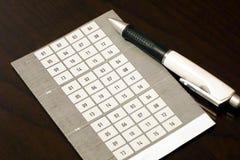 Призовая рисуя форма талона с набором 16 номеров с ручкой ролика стоковые изображения