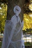 Призрак Whispy белый с цепью вокруг шеи Стоковое Фото