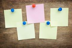 прикалыванная часть кнопки бумажная Стоковые Изображения RF