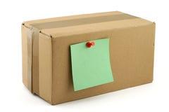прикалыванное примечание картона коробки стоковое изображение