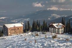 Прикарпатские горы под снегом в зиме Стоковые Изображения