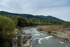 Прикарпатские горы, река горы Стоковые Фото
