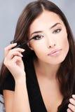 прикладывать женщину mascara Стоковое фото RF