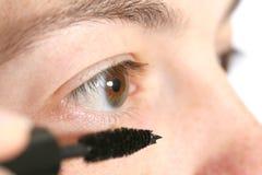 прикладывать mascara стоковые изображения rf