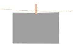 прикрепите веревочку штырей фото одежд бумажную к стоковое изображение