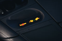 Прикрепите ремень безопасности и для некурящих знаки стоковое изображение rf