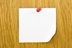 прикрепленная пустая бумага примечания одиночная стоковое изображение rf