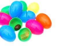 прикрепленные на петлях пасхальные яйца стоковые фотографии rf