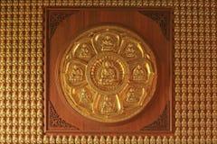 Прикрепленные золотые статуи Будды китайца стоковое изображение rf