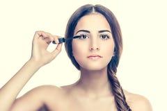 прикладывать женщину mascara Стоковые Изображения RF