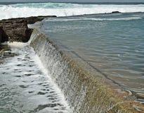 Приливное переполнение бассейна Стоковая Фотография RF