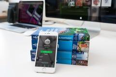Применение Spotify в экране мобильного телефона стоковое изображение rf