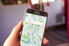 Применение Uber на Samsung S7 Стоковые Изображения RF