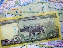 Примечание валюты непальца на карте стоковая фотография