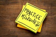 Примечание напоминания доброты практики Стоковые Фото