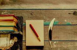 Примечание на деревянном стоковые фото