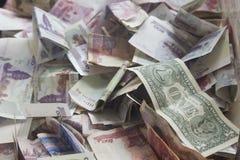 1 примечание доллара США в коробке пожертвования Стоковые Фото