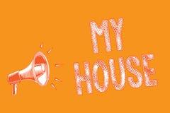 Примечание сочинительства показывая мой дом Фото дела showcasing место a или строя где я живу с людьми которым я полюбил Grunge м стоковое изображение rf