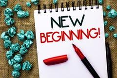 Примечание сочинительства показывая новому началу мотивационный звонок Жизнь роста формы нового старта фото дела showcasing измен Стоковые Фотографии RF