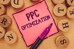 Примечание сочинительства показывая оптимизирование Ppc Повышение фото дела showcasing платформы поисковой системы для оплаты в щ стоковое изображение rf