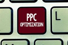 Примечание сочинительства показывая оптимизирование Ppc Повышение фото дела showcasing платформы поисковой системы для оплаты в щ стоковые изображения