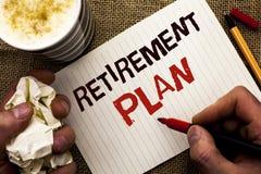 Примечание сочинительства показывая пенсионный план Вклады сбережений фото дела showcasing которые обеспечивают доходы для выбыто стоковое изображение rf