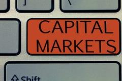 Примечание сочинительства показывая рынки акций Showcasing фото дела позволяет делам поднять фонды путем обеспечивать безопасност стоковые фотографии rf