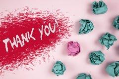Примечание сочинительства показывая спасибо мотивационный звонок Writte признательности подтверждения приветствию благодарности ф стоковые изображения