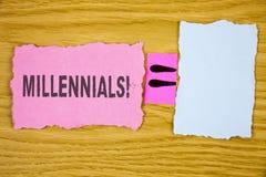 Примечание сочинительства показывая Millennials мотивационный звонок Поколение y фото дела showcasing принесенное от 1980s к 2000 Стоковые Изображения