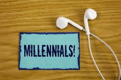 Примечание сочинительства показывая Millennials мотивационный звонок Поколение y фото дела showcasing принесенное от 1980s к 2000 Стоковые Фото