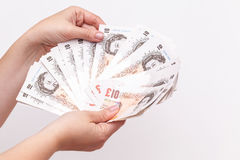 10 примечаний фунта Государственного банка Англии в руках Стоковые Фотографии RF