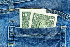 2 примечания доллара в карманн джинсов Стоковое Изображение