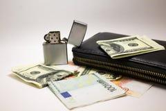 Примечания доллара и евро на белой предпосылке стоковые фотографии rf