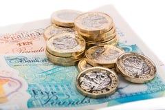Примечания и монетки английского фунта Стоковое Изображение RF